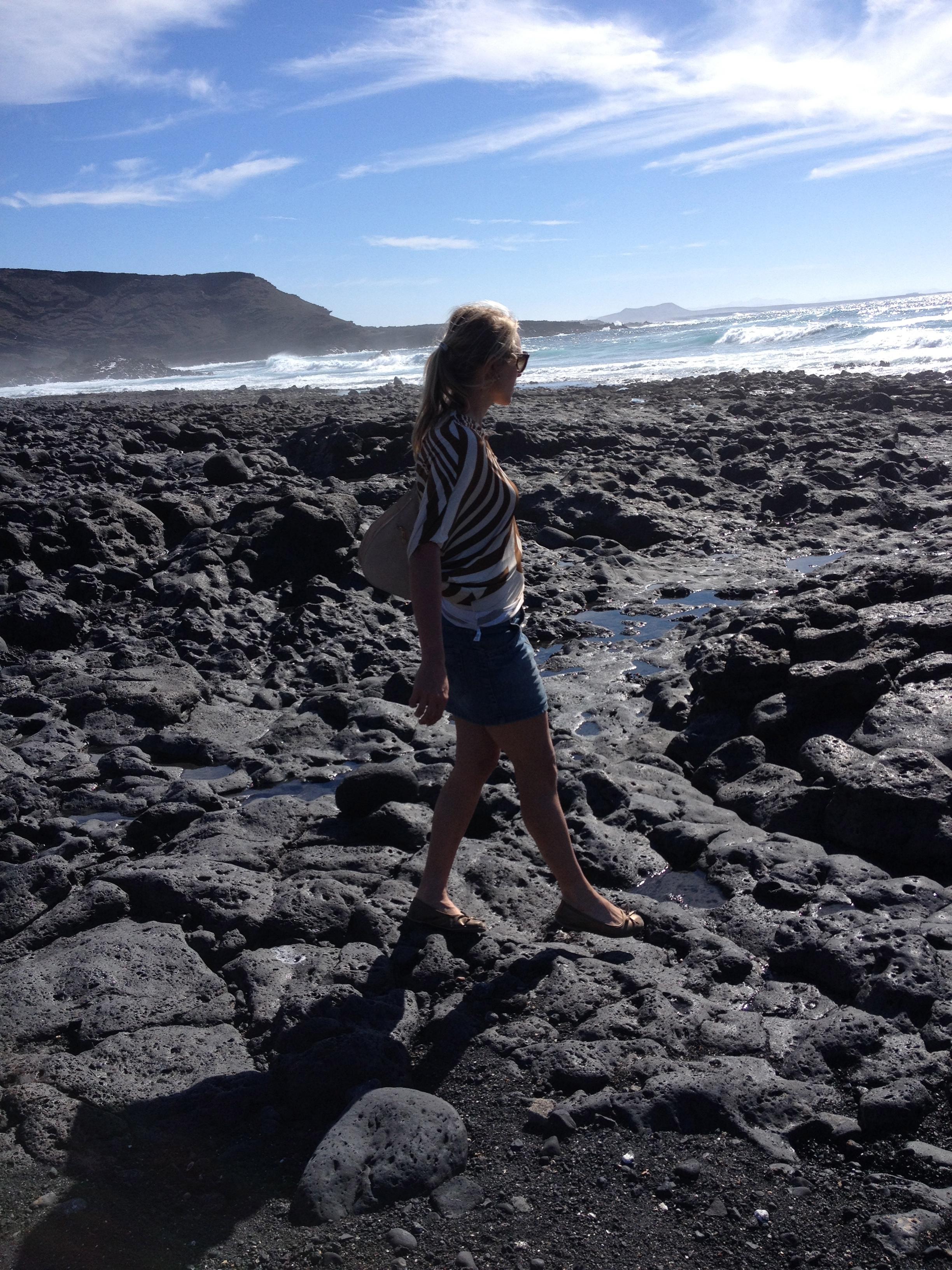 Lanzaroten mustaa maailmaa/ Lanzarote's black world