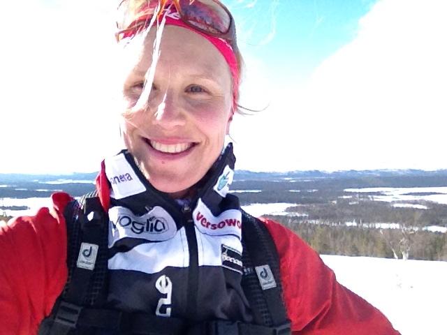Hymyillen ja hiihtäen/ Smiling on the skis
